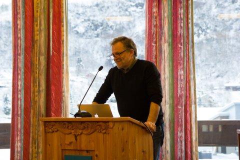 LYKKELEG: Åsmund Berthelsen frå SV var nøgd med at kommunestyret kan få Frisksenter utan å selje aksjar i Sunnfjord Energi.