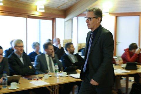 MEIR OMSORG: Arnfinn Brekke er uroleg fordi kommunen brukar for lite pengar på dagens og framtidas eldre.