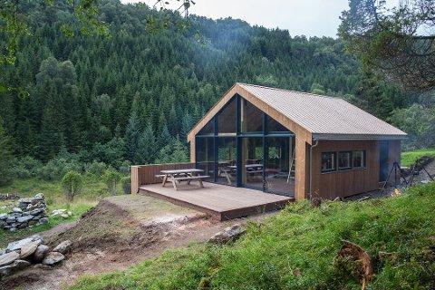 HYTTE: Troda 4H frå Davik i Bremanger var ein av Draumeplass-vinnarane i 2015. Sidan den gong har dei bygd denne hytta og laga til plassen.