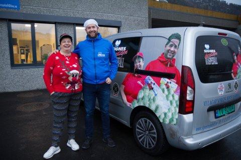 GENERASJONSSKIFTE: Signe Nydal med sonen, og ny dagleg leiar, Glenn Nydal Eliassen.