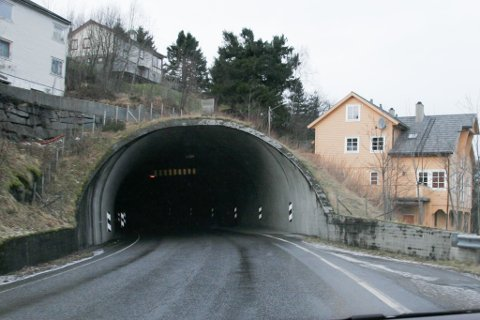 VENTETID: Kvernbergtunnelen er blant dei to tunnelane på fv. 609 der det vil skje arbeid den kommande tida.