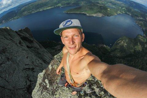 AKTIV: Øyvind Holsen Foss (28), frå Vassenden, er dagleg leiar i Tilfjells AS og Toppturweekend AS.