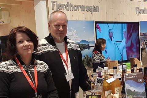 FJORDNORGE: Heidi Vallestad og Sigurd Årskaug driv Flatheim 4H Friluftsgard, og deltok på Grüne Woche i Berlin.