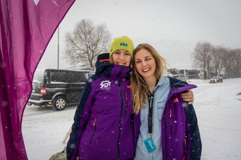 SJEFAR: Ragnhild Fagerslett (med hue) og Kine Sofie Dale Strøm har hatt mykje å henge fingrane i dei dagane festivalen har vart.