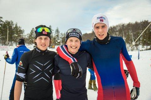 DUELL: Thristan Engebø Ullebø, Oliver Bosdal Thorsen og Ivar Nistad kjempa om sigeren i juniorklassen. Den tok Oliver, men no bur dei tre seg på Hovudlandsrennet den kommande helga.