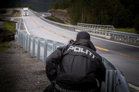 Illustrasjonbilete frå fartskontroll på E39 ved Byrkjeland i Gaular kommune.
