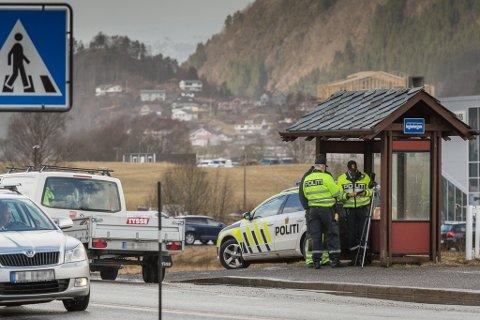 UP hadde kontroll på E39 ved Hafstad-flata i Førde. Merksemda var i hovudsak retta mot bruk av bilbelte og mobiltelefonbruk.