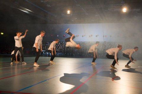 Dansegruppa Spartance Crew leverte eit energisk dansenummer.