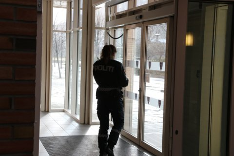 Politiet var på staden på etterforske innbrotet måndag føremiddag.