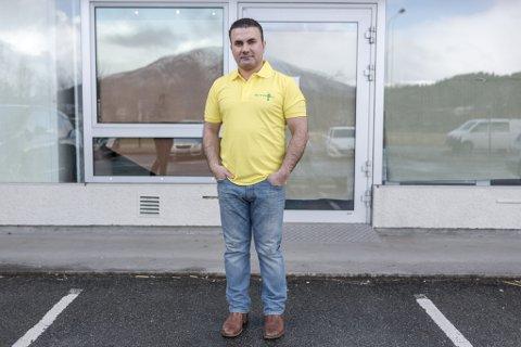 SJU MÅNADER: Etter sju månader var det slutt for daglegvarebutikken Sitron AS i Naustdalsvegen 5. Amir Goran (bildet) konsentrerer seg no om å drive pizzarestauranten Venezia i Førde sentrum.