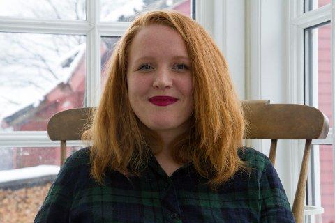 FEKK NYNORSKPRIS: Kjersti Wøien Håland som er forfattaren bak «Lovleg» får saman med produsent Hege Hauff Hvattum Noregs Mållag sin målpris for 2019.