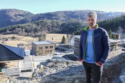 TOMT: Frode Lundekvam og BT Byggutvikling AS har ikkje fleire einebustadtomter å selje i Holten på Sunde, men planfagleg råd gir han klarsignal til å utvide feltet og planlegge sju nye. Foto: Sigurd Løseth