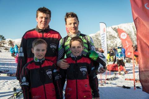 Skinteressen er stor i familien Aarøen Taklo. Bak frå venstre: Peder (16), Jørgen (15). Framme f.v.: Håvard (11) og Kjetil (10).