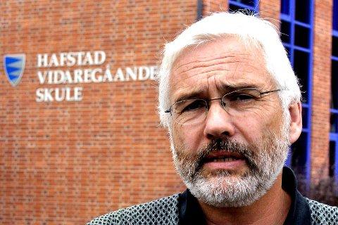 Hafstad: Rådgjevar Magne Aardal på Hafstad vidaregåande skule skulle ønske fleire drog på utveksling. Skulen hans står for rundt halvparten av fylkets utvekslingselevar i år.