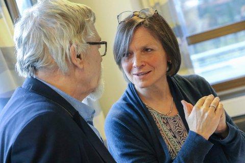 STYRELEIAREN: Agnes Landstad har full tillit til administrerande direktør Jon Bolstad. Her er ho i samtale med styremedlem Harry Mowatt.