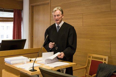 BER OM FRIFINNING: Forsvarar Edmund Bolstad ber om at retten frikjenner Bjarne Hole.