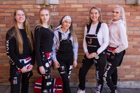 JENTENE: Amalie Sjåstad (17), Eline Alden (17), Kamilla Strømmen (18), Rita Førde (17) og Julie Tonning (17).