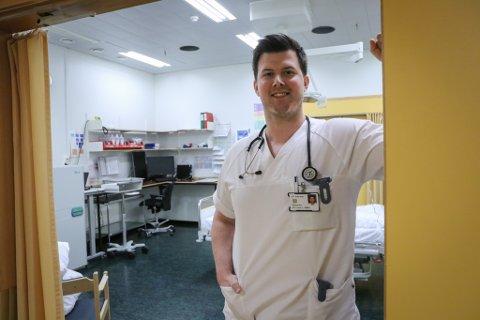 TURNUSLEGEN: Axel Neven er ein av mange nyutdanna medisinarar som siktar seg inn på å bli sjukehuslege.