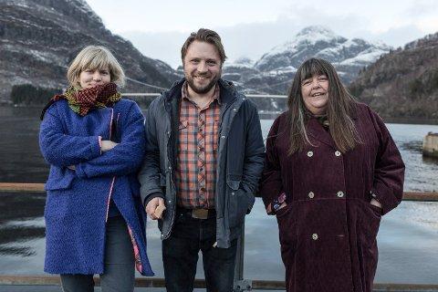 TEATERGJENGEN: Arrangørane av Teaterfestivalen i Fjaler er foreslått til å få fylkeskulturprisen. F.v. Miriam Prestøy Lie, Torkil Sandsund Lie og Ingrid Hansen