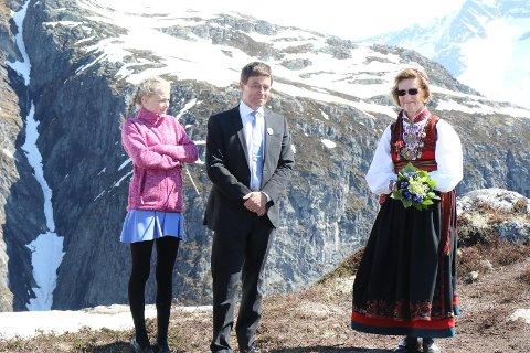 Dagleg leiar i Loen Skylift saman med Dronning Sonja.