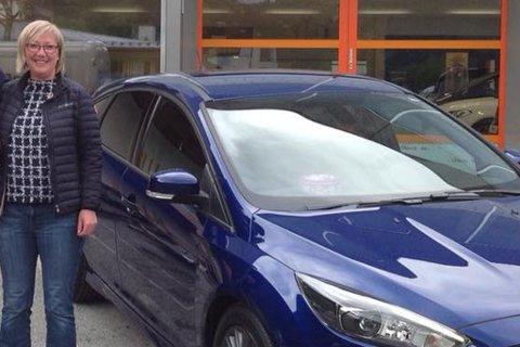 6bb8be0dd382 KØYRDE HEIM: Frida Melvær kunne hente den nye bilen sin og køyre heim etter  at
