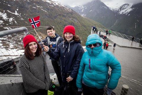 Line Marie Gravdal Vallestad, Hans Martin Skilbrei, Ronja Årskaug Vallestad og Sigurd Ness frå Viksdalen har sikra seg ein av kremplassane på Utsikten. (Rekkefølge frå venstre)