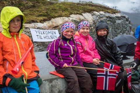 Ida Frøysland (7) og venninna Tone Renate Søviknes Birkeland (8)