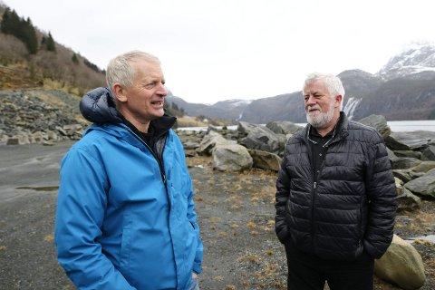 LANGT STEG: Planen om ei tømmerkai i Dalsfjorden har komme eit langt steg vidare Jostein Sylta og  Helge Kårstad som jobbar med planane, har grunn til å vere optimistiske.