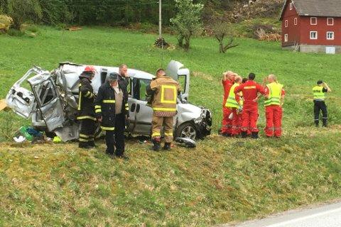 KRITISK: Bilføraren er kritisk skadd, melder Helse Bergen.