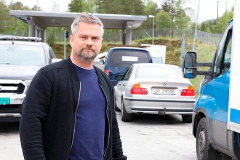 KRITISK: Arild Hoff meiner Sunnfjord Miljøverks vedtak om ekstra betaling er uforståeleg, og ei urimeleg og ulogisk ordning som diskriminerer eldre, sjuke og andre som ikkje kan levere avfallet sitt sjølv.