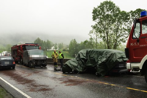 Ulykka skjedde på riksveg 5, mellom husa i Erdalen og avkøyrsla til Hesjedalen.