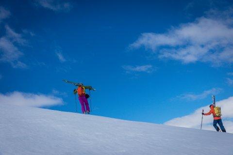 SNØFALL: Snømengda i høgfjellet og indre deler av fylket er mindre enn normalen. Grovabreen i Jølster som dette bildet er frå, har derimot fått litt meir enn normalt.