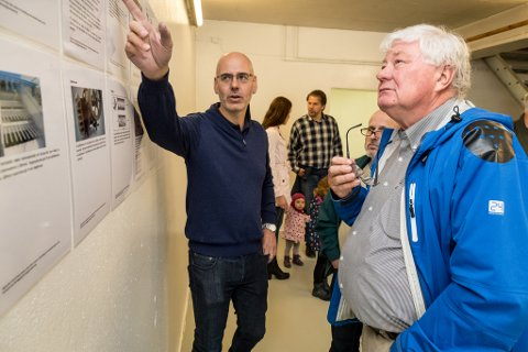 SKIFTA BEITE: Thomas Addison (t.v.) i samtale med tidlegare naustdalsordførar Per Storegjerde, under Open dag om Engebøprosjektet i fjor.