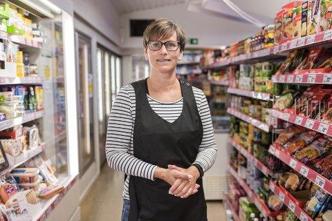 NY GIV: Utviklinga i Vevring gir grunn til uro, men Marianne Apalseth, dagleg leiar i Fjordbutikken, trur nye investeringar skal gjere butikken betre for kundane.