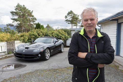 ENTUSIAST: Arne Gunnar Sørheim har så lange han kan hugse vore over snittet bilinteressert. Det syner att i samlinga han har hatt opp gjennom åra.