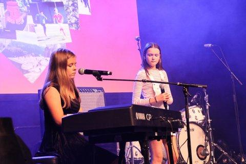 SANG: MGP Junior-vinnarane, Vilde og Anna, framførte sine mest kjente songar under fredagens konsert.