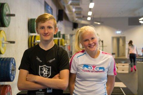 DELTE MEININGAR: Både Kristen Espedal Røyseth og Kamilla Grønfur synest det er flott med valfaget. Men om sporten er verd å drive med på fritida er dei ueinige om.