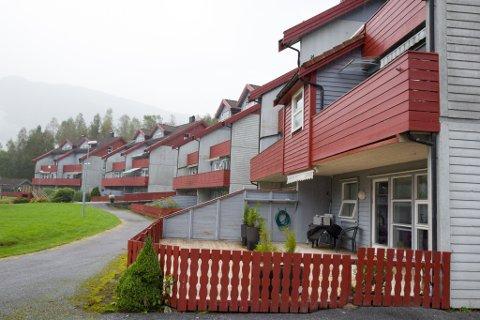 HØG PRIS: Ei leilegheit på 63 kvadratmeter i Sandbrekka burettslag i Førde blei i sommar seld for 1,85 millionar kroner, 450.000 kroner over prisantyding.