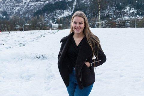 HAR SAMLA NÆR 9000: Synne Gamborg (17) har fått eit nært forhold til Kreftforeningen, og starta eiga innsamling i høve 18-årsdagen sin. Ho går i andreklasse på Mo og Øyrane vidaregåande skule i Førde.