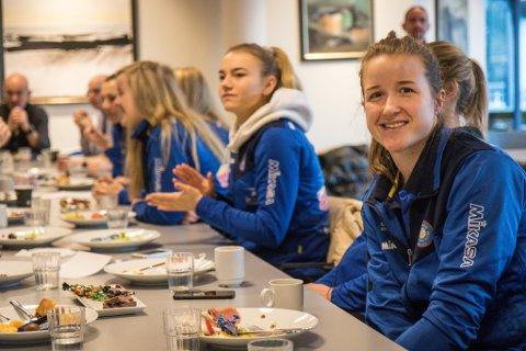 GULLJAKT: Hilde Elvebakk (fremst) skal leie Førde ut i jakta på cupgull i Ekeberghallen laurdag.