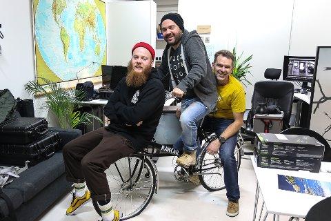 MORO: Nøkkelen for å lukkast for Remi Gjervik Rygg, Espen Nyttingnes og Ivar Høyvik i Rakkar AS, er å ha det moro på jobb.