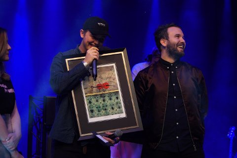 VANN: Årets vinnar av Luttprisen var artisten Kjarten Lauritzen