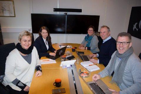 REKRUTTERINGGRUPPA: Arbeidsgruppa som jobbar for å få fleire sommarjobbar og sidejobbar til studentane F.v. Gro Rukan (tidlegare leiar av Framtidsfylket), Christiane Ulriksen (Marknadsansvarleg, Enivest),  Eli Nummedal (Instituttleiar, Institutt for ingeniør- og teknologifag, Høgskulen på Vestlandet), Øyvind Østrem (prosjektleiar Høgskulen på Vestlandet), Leon Bakkebø (Sogn og Fjordane Næringsråd/It-forum Sogn og Fjordane),