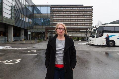 PREGA: Fungerande fagdirektør på sjukehuset, Kristine Brix Longfellow, seier fallulykka har prega stemninga på sentralsjukehuset.