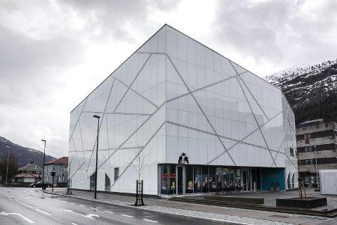 ENDRING: – Åpningstidende må endres radikalt. Se til Litteraturhuset i Oslo. To kvelder i uka må kunstmuseet være åpent til sene kvelden. Med øl og vin. Med foredrag, diskusjoner, musikk, performance osv, skriv Stig Eikaas.