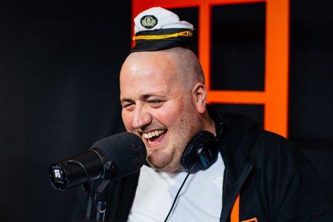 UNDERHALDNING: Til vanleg høyrer du Ronny Brede Aase på radioen om morgonen. No får du sjå han på tv i beste sendetid.