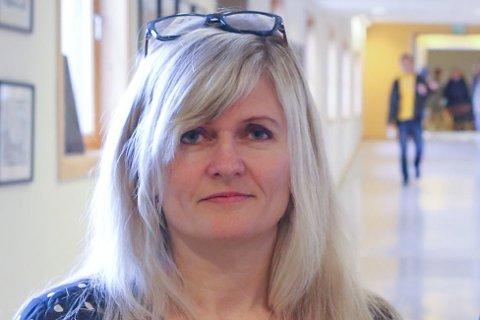 TAR GREP: Rektor Kari Vårdal ved Flora ungdomsskule reagerte umiddelbart etter Firdaposten gjekk ut med saka om det store beslaget av MDMA laurdag. No er alle elevane hennar informert om farene og konsekvensane av bruk av partydop.