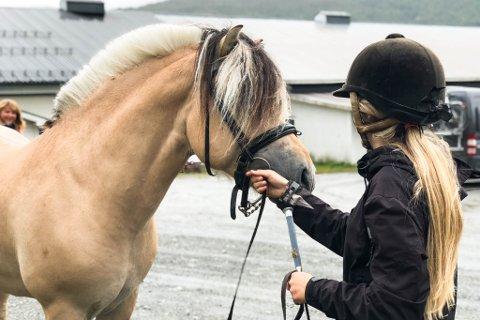 ENDELEG EIT LØFT: For første gong på mange år vart det ikkje kutt i framlegg til statsbudsjettt for dei regionale hestesentera.