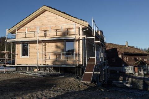 FÅR PENGAR: Langeland skisenter slepp no å låne pengar for å ferdigstille dette huset.