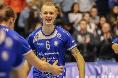 SOLID: Oskar Raftevold frå Innvik sørga for at Førde vann sett nummer tre.
